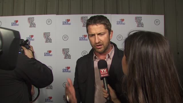 Gerard Butler at the Olivia Wilde Hosts 'Artists For Haiti' Benefit at Santa Monica CA