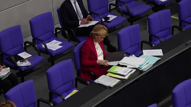 german agriculture minister julia kloeckner attends a debate at the bundestag during the coronavirus pandemic on october 29, 2020 in berlin, germany.... - landwirtschaftsminister stock-videos und b-roll-filmmaterial