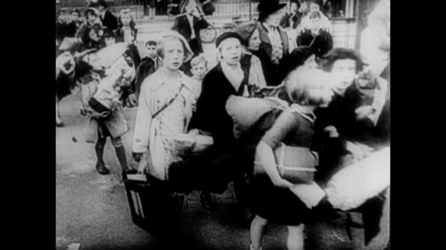 / german army goosestepping through the crowded streets of norway / german refugee children in norway during wwi / german children morph into the... - 1940 bildbanksvideor och videomaterial från bakom kulisserna
