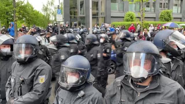 german arrested more than 200 protestors on saturday during an anti-measures protest in the capital berlin. during the demonstration, protestors... - demokrati bildbanksvideor och videomaterial från bakom kulisserna