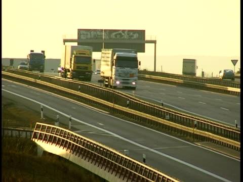 ドイツ autobahn - 乗り物の明かり点の映像素材/bロール