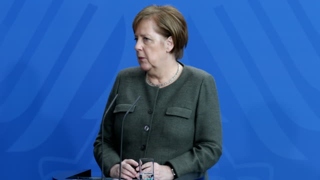 german chancellor angela merkel and belgian prime minister charles michel speak to the media following talks and are answering the questions of the... - アンゲラ・メルケル点の映像素材/bロール