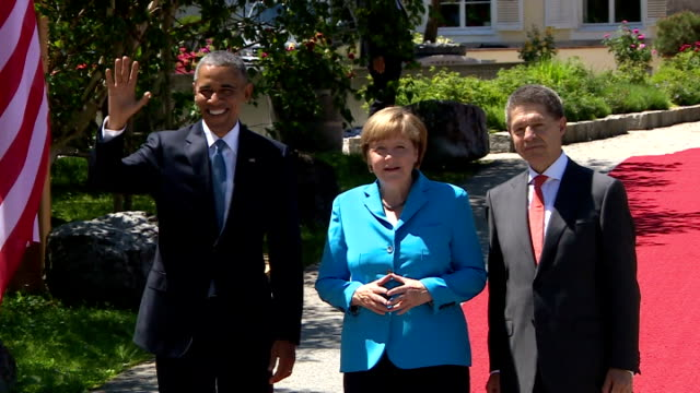 german chancellor angela merkel and husband joachim sauer welcome us president barack obama g7 member states continue their 2day summit at the... - アンゲラ・メルケル点の映像素材/bロール