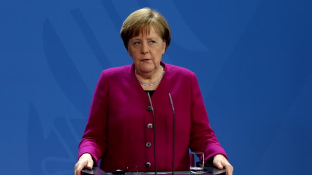 german chancellor angela merkel and latvian prime minister krišjānis kariņš speak to the media following talks at the chancellery on march 11 2019 in... - アンゲラ・メルケル点の映像素材/bロール