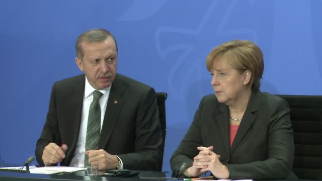 german chancellor angela merkel called tuesday after talks with the visiting turkish prime minister for a more united un security council response to... - fordern stock-videos und b-roll-filmmaterial