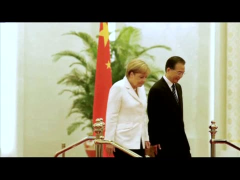 vídeos y material grabado en eventos de stock de german chancellor angela merkel on friday prodded china to ease access to its markets as the world's top two exporting nations signed a series of... - noreste de china