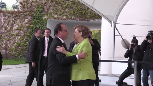 german chancellor angela merkel welcomes outgoing president francois hollande at the chancellery ahead of their joint dinner on may 08, 2017 in... - françois hollande stock videos & royalty-free footage