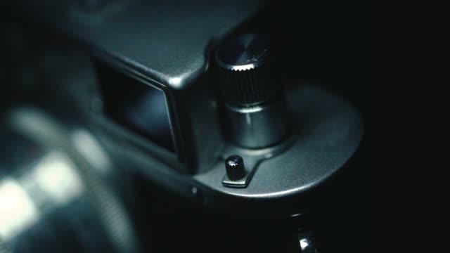 Deutsche klassische Vintage-Kamera, schwarzer Hintergrund,