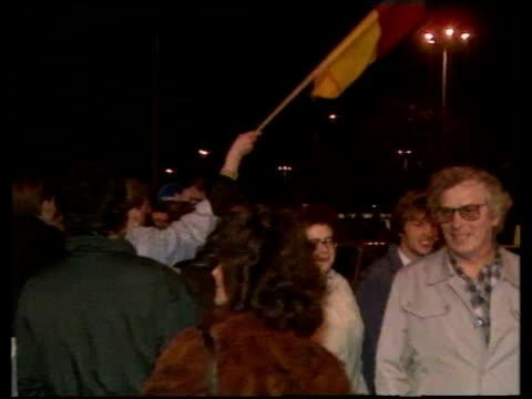 stockvideo's en b-roll-footage met german flag being waved in celebration of opening of berlin wall; 09 nov 89 - berlijnse muur