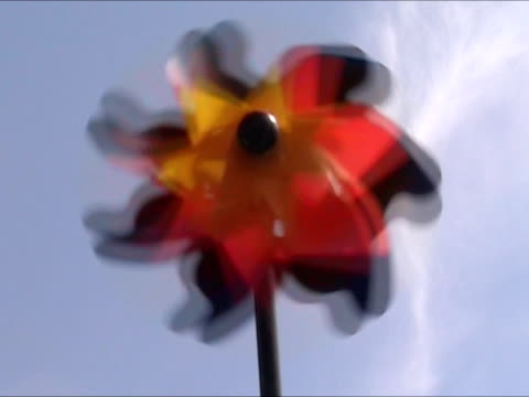 bandiera della germania filatura in pin wheel - girandola video stock e b–roll