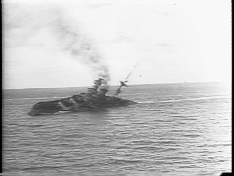 vidéos et rushes de german officer at periscope / torpedo shoots through water / animated pow symbol / hms barham burns at sea / the barham starts to turn over and sink - prisonnier de guerre