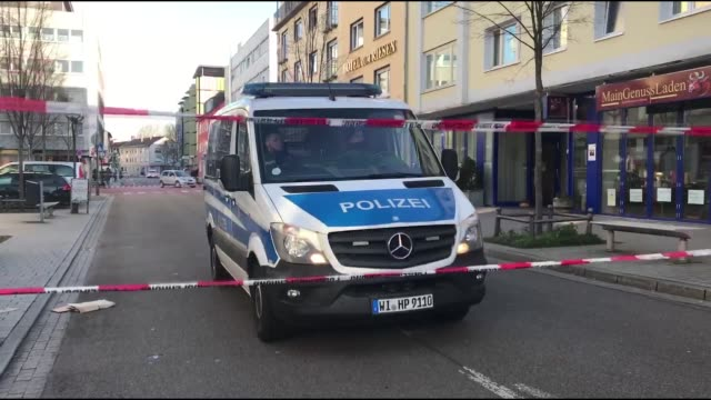 german police continues to crime scene investigation, after racist gun attack on february 21, 2020 in hanau, germany. people pay tribute for victims... - terrorismus stock-videos und b-roll-filmmaterial