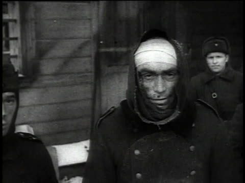 german pows walking through snow / pows standing in front of barracks / prisoners stomping feet in snow - anno 1941 video stock e b–roll