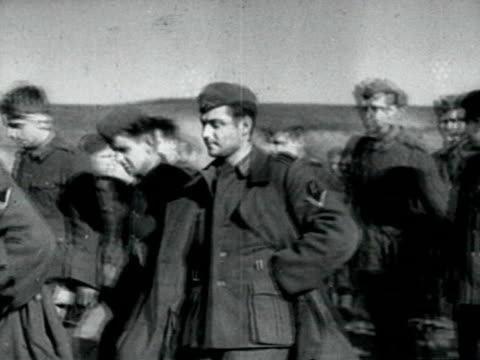 vídeos de stock, filmes e b-roll de german prisoners of war on wwii eastern front - wehrmacht