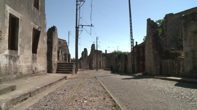 german prosecutors have charged an 88yearold former soldier over the nazis' worst atrocity on french soil the 1944 massacre in the village of oradour... - procuratore video stock e b–roll