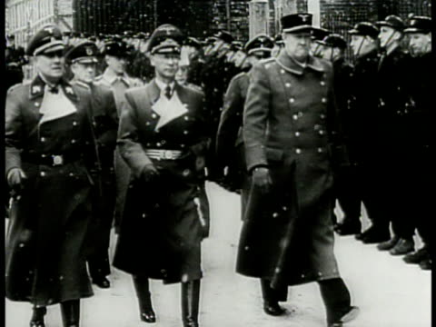 stockvideo's en b-roll-footage met german reichskomissar joseph terboven walking on snow covered soldier lined street w/ nazi collaborator norwegian vidkun quisling . young nazi... - tweede wereldoorlog