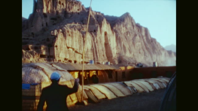 vídeos de stock e filmes b-roll de german tourists visiting afghanistan in october 1976 little village near the world cultural heritage bamiyan valley many people at the streets and in... - buda