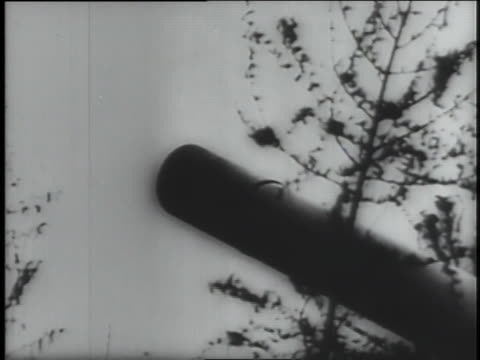 stockvideo's en b-roll-footage met german troops relentlessly attack france on the ground and in the air. - nazism