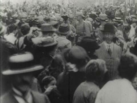 german wwi troops leaving for war - erster weltkrieg stock-videos und b-roll-filmmaterial