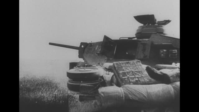 vidéos et rushes de germans lower themselves into small hatches on tank with iron cross / pov through slit inside tank / vs cannon firing alongside dirt road / pov... - armée allemande