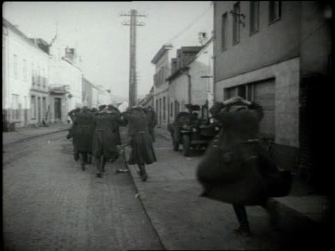 vídeos de stock, filmes e b-roll de germans under attack surrender to allied and russian forces - 1945