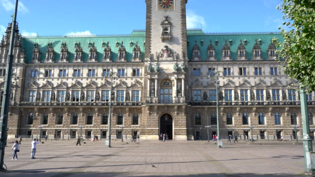 vidéos et rushes de germany, hamburg city hall - mairie