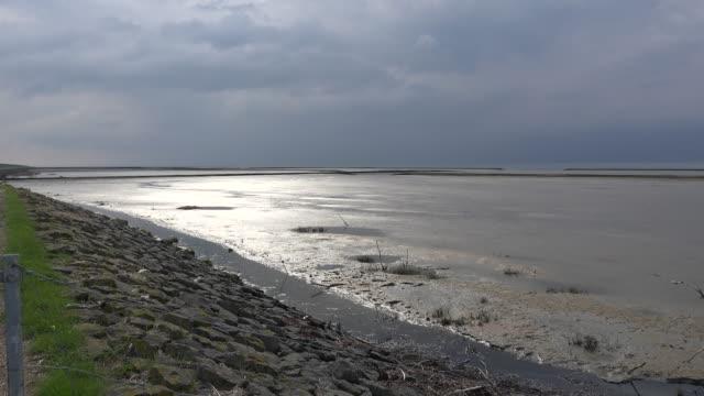 germany light shifts on wadden sea pools - gezeiten stock-videos und b-roll-filmmaterial