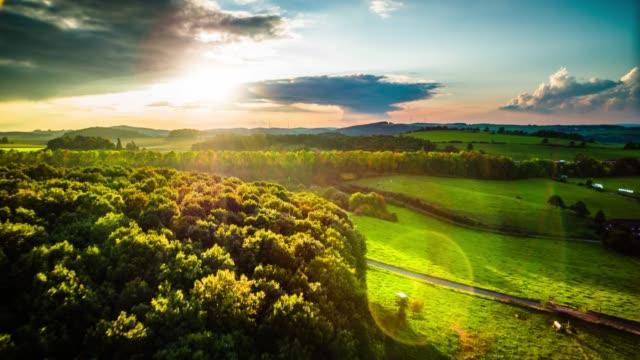ドイツ、北のラインウエストファーレン - アイフェル山地の農村風景 - ノルトラインヴェストファーレン州点の映像素材/bロール
