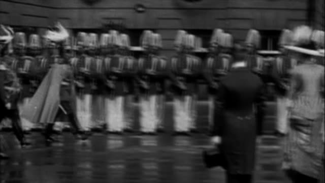 germany on the eve of wwi: emperor wilhelm ii reviewing troops - 皇帝点の映像素材/bロール