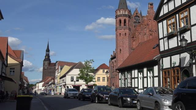 vídeos y material grabado en eventos de stock de germany tangermunde building and rathaus tilt up - casa de ladrillo