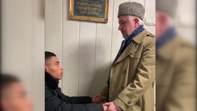 germany terror attack survivor pieter mienneman recited the islamic confession of faith in front of witnesses and became a muslim on friday in hanau,... - 懺悔点の映像素材/bロール