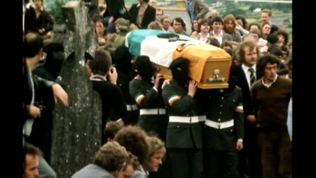 gerry adams arrested over 1972 murder of jean mcconville; lib / tx 15.7.1981 county tyrone: galbally: gerry adams at funeral of martin hurson coffin... - ulster county stock videos & royalty-free footage