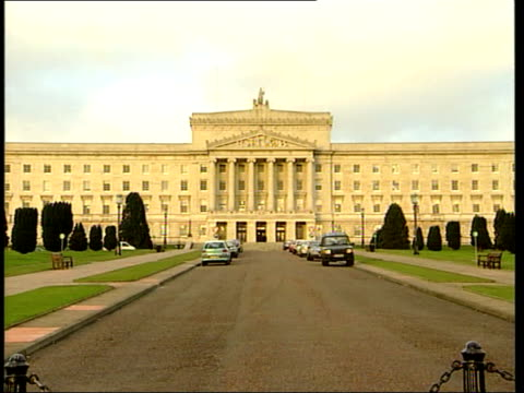 stockvideo's en b-roll-footage met gerry adams mp press conference sot politics is the alternative to conflict ext stormont int david ervine press conference sot in a few days the... - politics and government