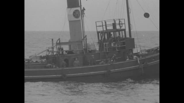 [8/6/1926] gertrude ederle swimming boat with probably reporters in fg and rowboat nearby with her people probably including trainer / ederle close... - gertrude ederle stock videos & royalty-free footage