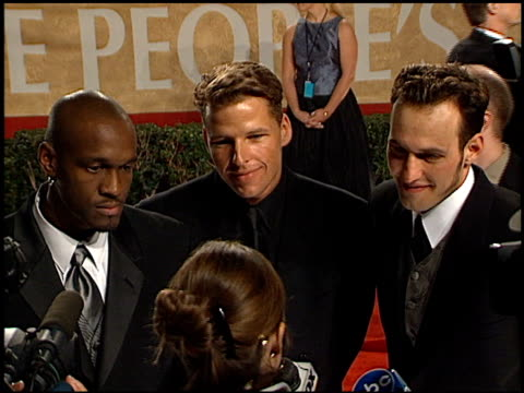 gervase peterson at the 2001 people's choice awards at the pasadena civic auditorium in pasadena, california on january 7, 2001. - people's choice awards stock-videos und b-roll-filmmaterial