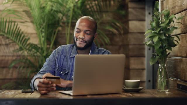 stockvideo's en b-roll-footage met krijg wat je wilt, waar je ook bent met krediet - aankoop met creditcard