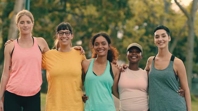 vidéos et rushes de devenir en meilleure santé est tellement plus facile avec le soutien - vie sociale