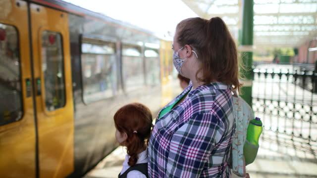 列車の準備 - 初登校日点の映像素材/bロール