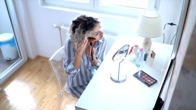 vídeos de stock e filmes b-roll de getting ready - trabalhadora de colarinho branco