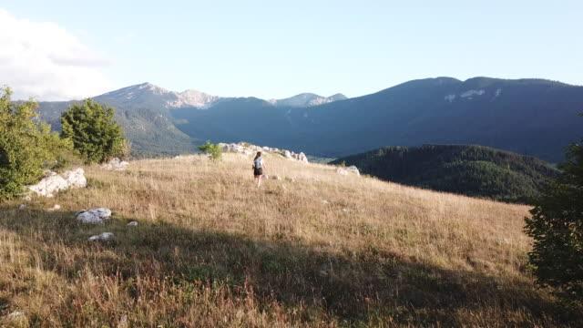 山頂への行き方 - クライミング点の映像素材/bロール