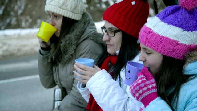 stockvideo's en b-roll-footage met krijgen warm met thee - zichtbare adem