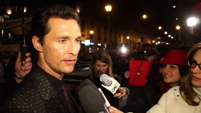 gettyimages celebrity news - - レイフ・ファインズ点の映像素材/bロール