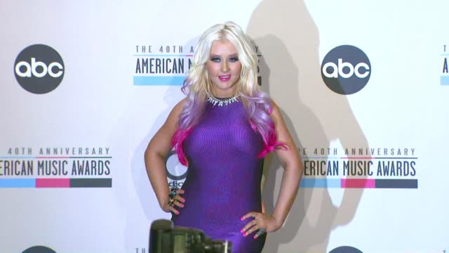 vidéos et rushes de gettyimages celebrity news: 10/10/12 on october 10, 2012 in hollywood, california - usher chanteur