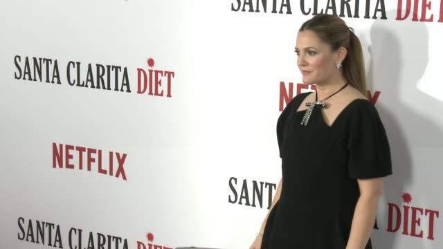 gettyimages celebrity news - santaclaritadiet - - ドリュー・バリモア点の映像素材/bロール