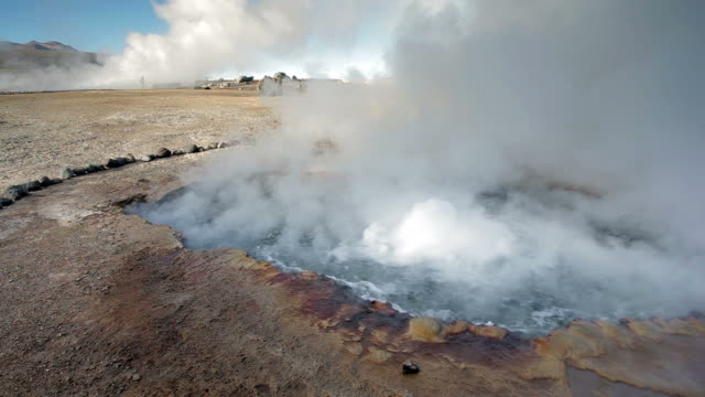 geyser del tatio, atacama - geysir stock-videos und b-roll-filmmaterial