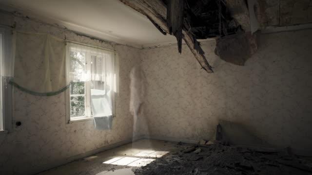 ghost looking through window in abandoned house - 幽霊点の映像素材/bロール