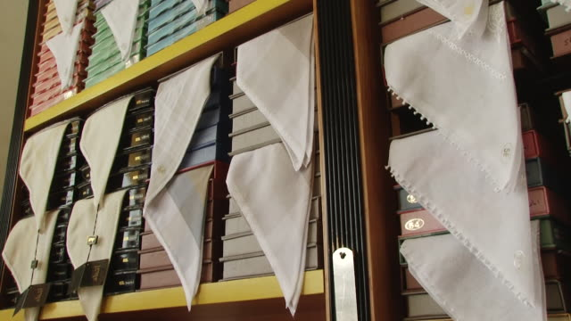 ghutrah. tilt-up on a cotton materials for ghutrahs in a tailor's shop. the ghutrah is a traditional arab headdress made from a square cotton scarf. - maßkonfektion stock-videos und b-roll-filmmaterial