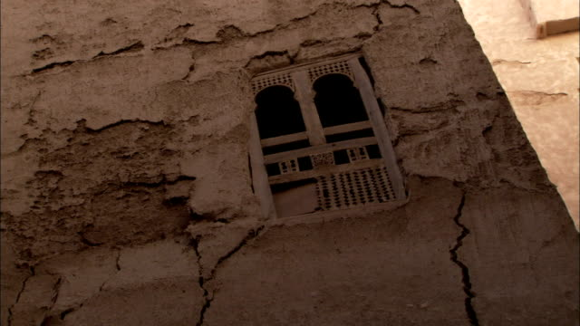 giant cracks cover the side of a mud-brick building in shibam yemen. - yemen stock videos and b-roll footage