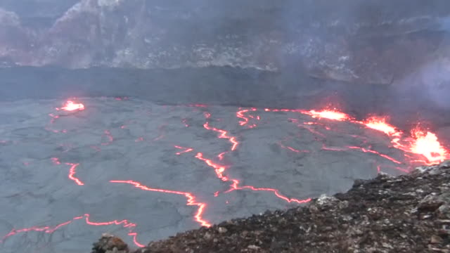giant lava lake in pu'u o'o crater - 1 minute or greater stock videos & royalty-free footage