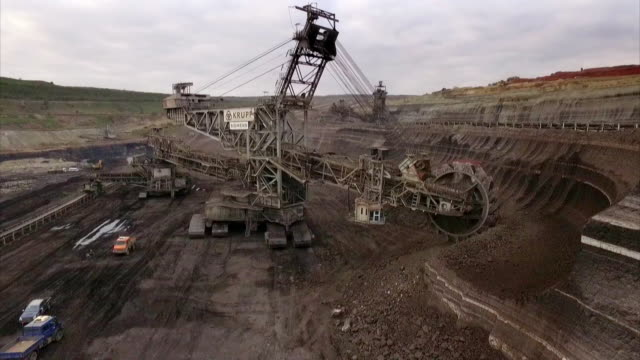 av giant machine mining coal, greece - coal mine stock videos & royalty-free footage